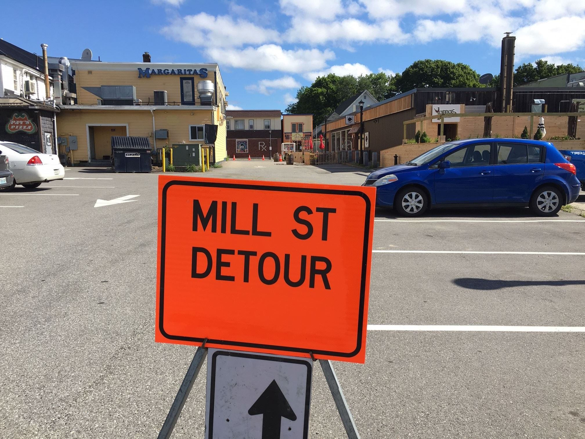 Mill St construction 2020 - Detour on Pine signage